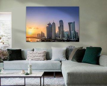Doha Skyline in Katar bei Sonnenuntergang von iPics Photography