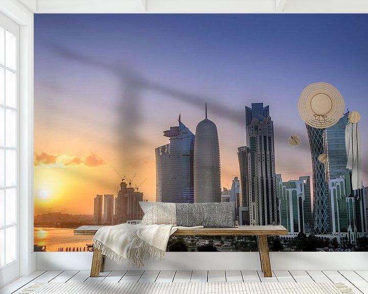 Sfeerimpressie behang: De skyline van Doha in Qatar tijdens zonsondergang van iPics Photography