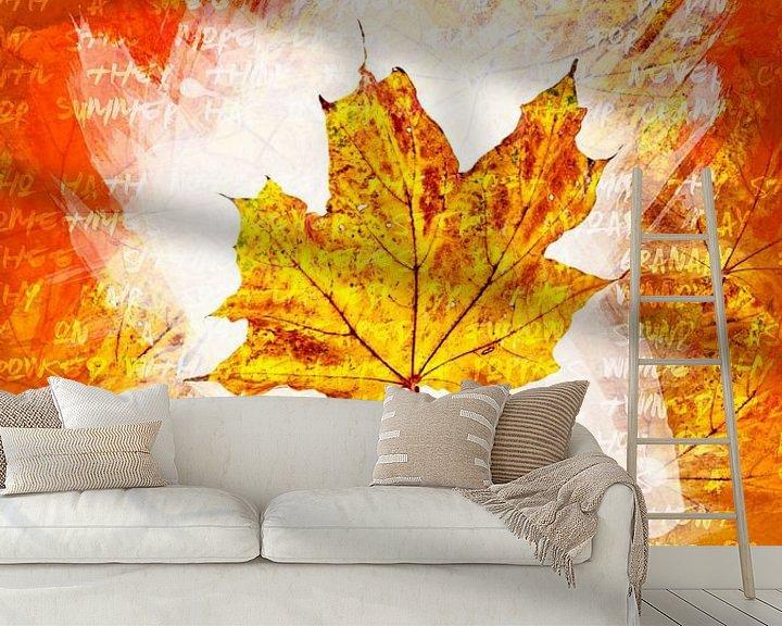 Sfeerimpressie behang: Herfstbladeren Geel van Sharon Harthoorn