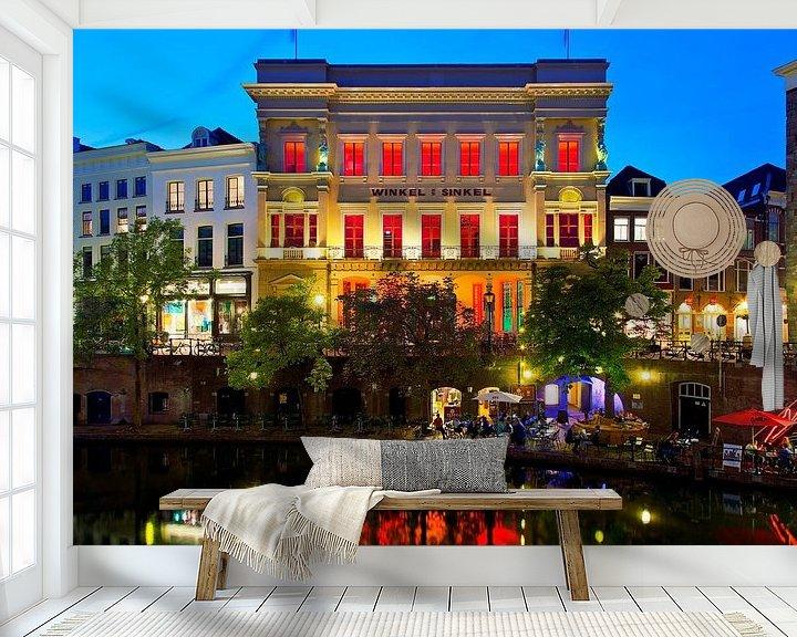 Sfeerimpressie behang: Avondfoto Winkel van Sinkel te Utrecht van Anton de Zeeuw