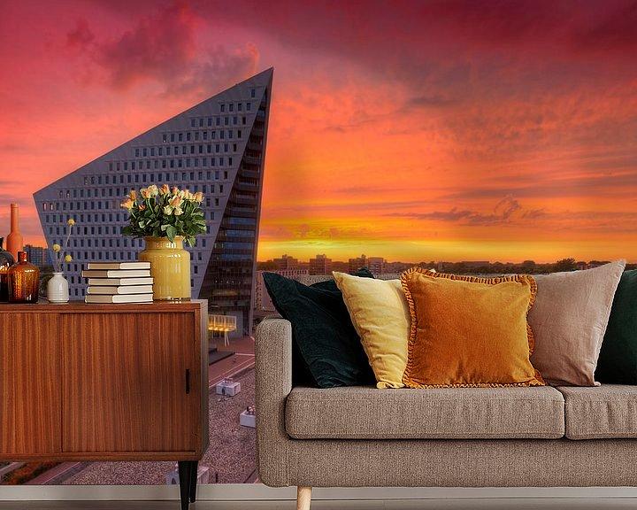 Sfeerimpressie behang: Wolkenkrabber Den Haag tijdens zonsondergang van Rob Kints