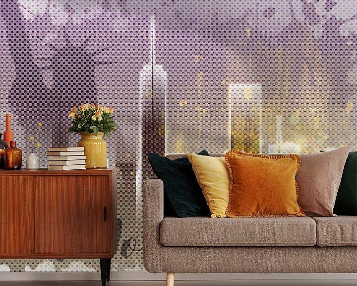Sfeerimpressie behang: Graphic Art NEW YORK Mix No. 6 | purple | splashes van Melanie Viola