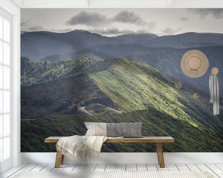 Sfeerimpressie behang: Bergpas op Sao Miguel, Azoren van Tomas Grootveld