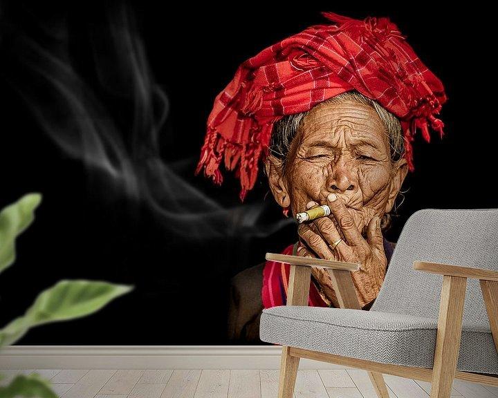 Sfeerimpressie behang: rokende vrouw van eric t'kindt
