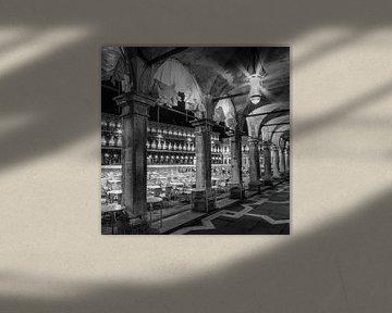 VENEDIG Markusplatz bei Nacht   Monochrom von Melanie Viola