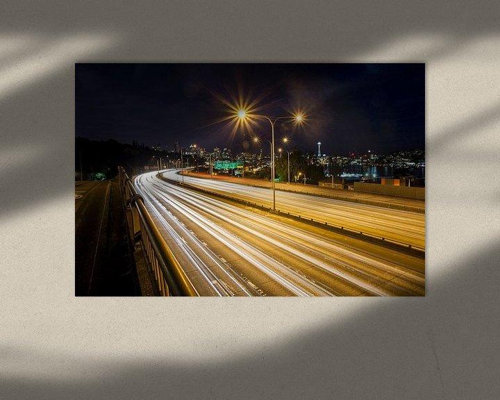 Sfeerimpressie: Long exposure van verkeer op ringweg en nachtelijk skyline , Seattle, Washington, United States van BeeldigBeeld Food & Lifestyle