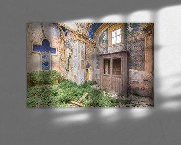 Kirche mit blauem Kreuz von Perry Wiertz