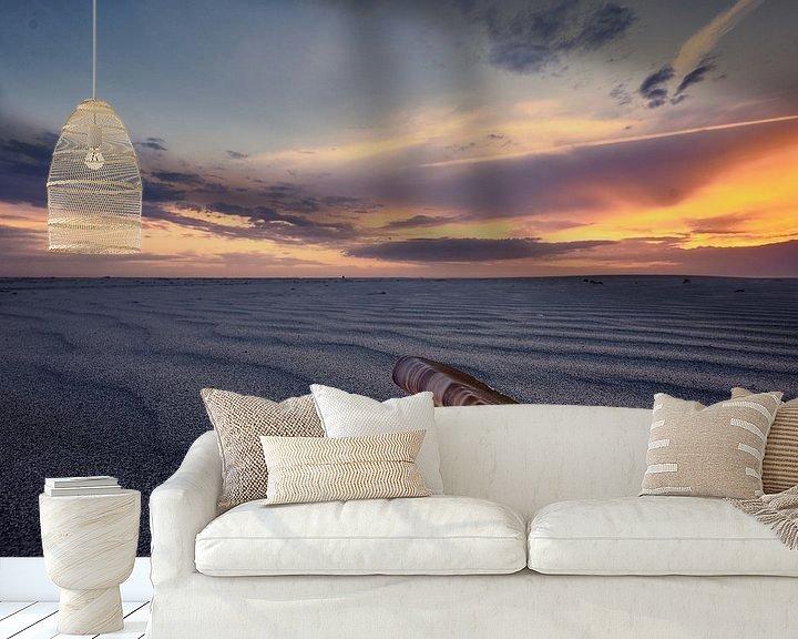 Sfeerimpressie behang: Sfeervolle foto van een schelp op het strand van Edwin van Wijk