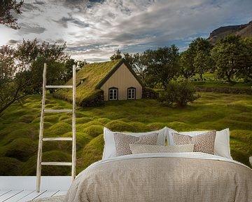 Oud turf kerkje in IJsland van Menno Schaefer