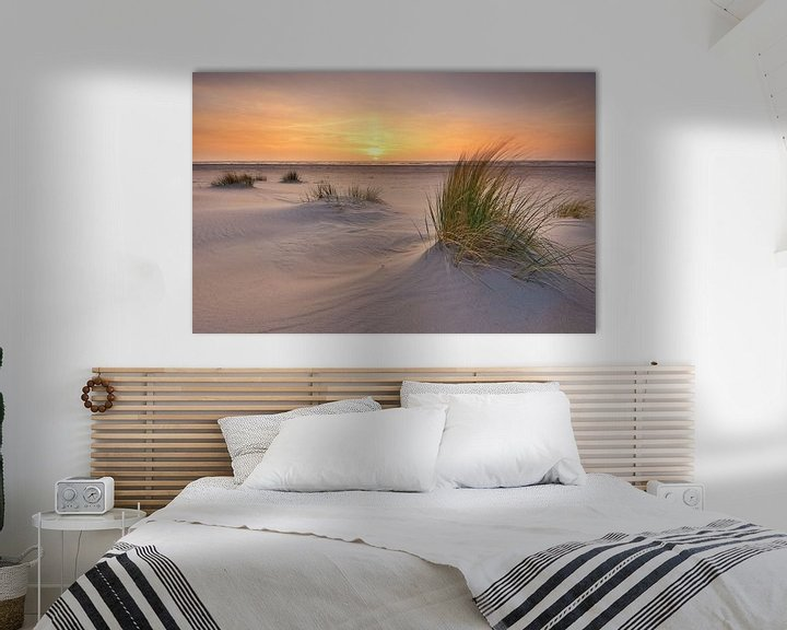Sfeerimpressie: Strand Texel bij zonsondergang van John Leeninga