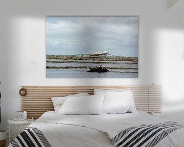 Boot op de noordzee in Denemarken van Erik Koks