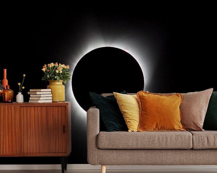 Sfeerimpressie behang: zonsverduistering, corona, zonnevlammen, eclips, USA, Agate Fossil, 21 augustus 2017, zon, complete  van Ronald Jansen