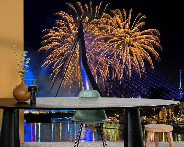 Sfeerimpressie behang: Vuurwerk bij de Erasmusbrug te Rotterdam van Anton de Zeeuw