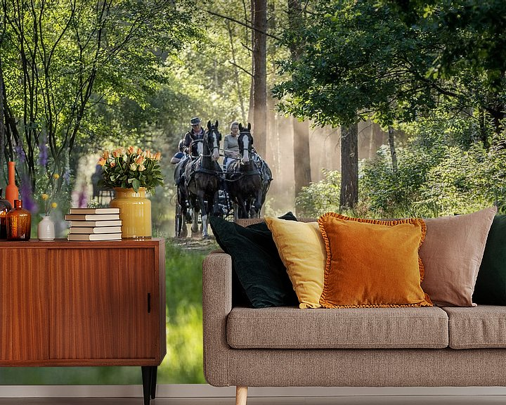 Sfeerimpressie behang: Paard en wagen in het bos van Anne-Marie Pannekoek