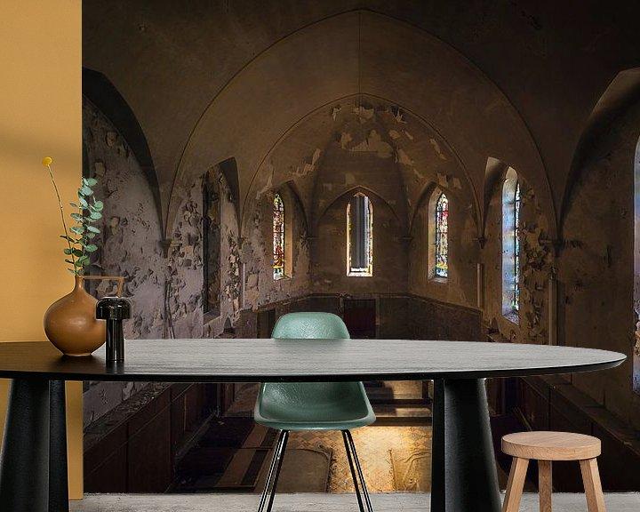 Sfeerimpressie behang: Verlaten Kapel in Verval. van Roman Robroek
