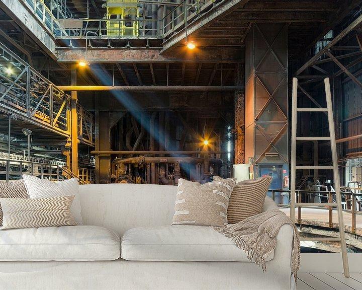 Sfeerimpressie behang: Licht in Fabriekshal van Perry Wiertz