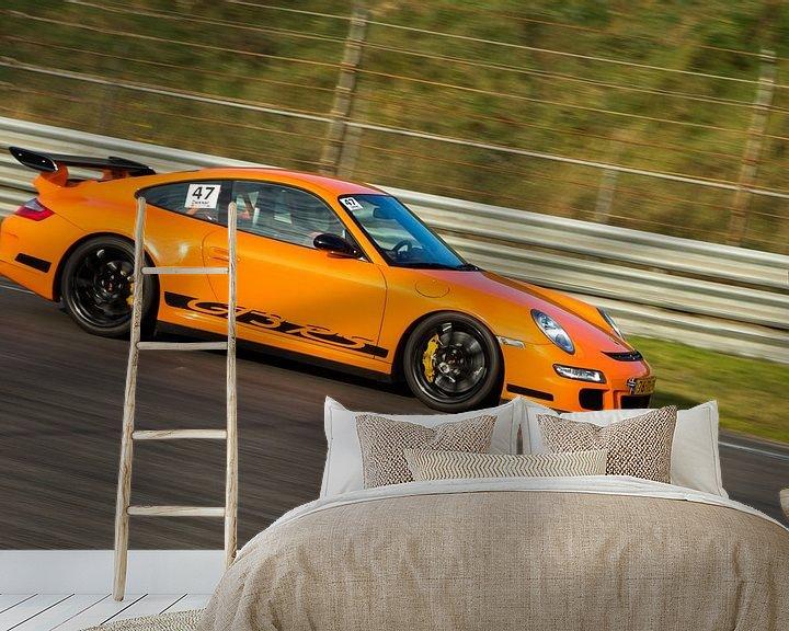 Sfeerimpressie behang: Porsche GT3 over het circuit van Menno Schaefer