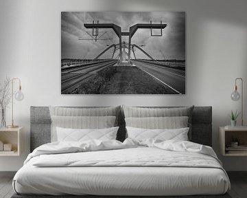 Brug in zwart/wit von Wouter Kok