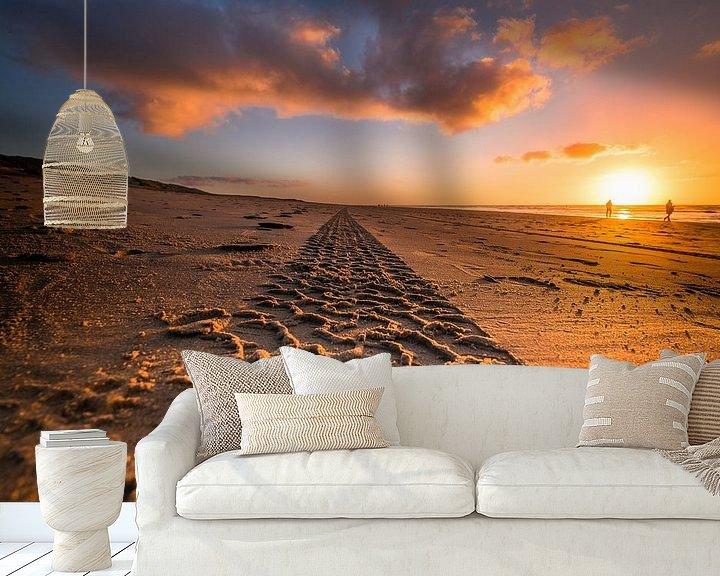 Sfeerimpressie behang: Zandspoor naar de horizon van Niels Barto