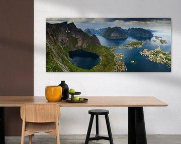 Uitzicht over Reine, Lofoten sur Sven Broeckx