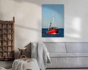 Ein Fischerboot auf der Ostsee vor Warnemünde von Rico Ködder
