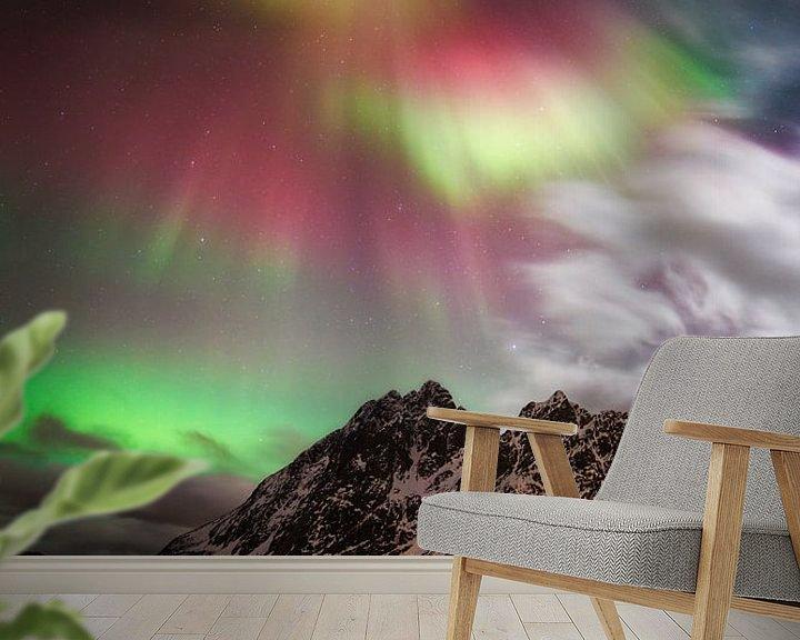 Sfeerimpressie behang: Magie van het noorderlicht. van Sven Broeckx