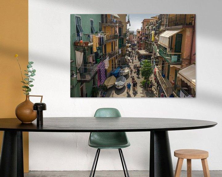 Sfeerimpressie: Straatjes in Riomaggiore / Cinque Terre van Edwin Mooijaart