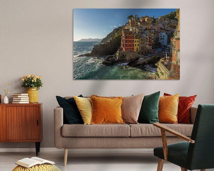 Sfeerimpressie: Zicht op Riomaggiore / Cinque Terre van Edwin Mooijaart