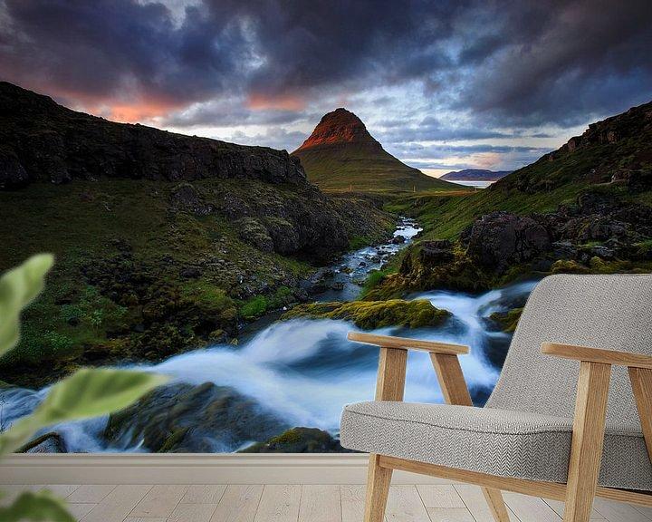 Sfeerimpressie behang: Kirkjufell, IJsland van Sven Broeckx