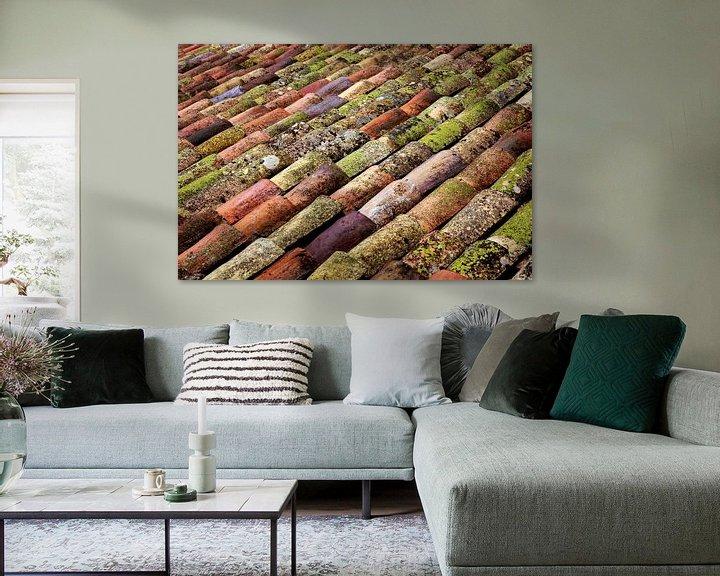 Sfeerimpressie: Gekleurde serie dakpannen. van Karel Pops