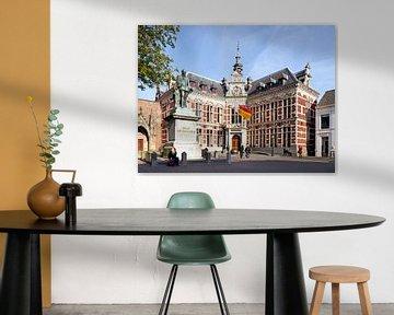 Feestelijk Academiegebouw Universiteit Utrecht met wapperende vlag van Floor Fotografie
