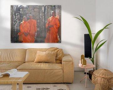 Buddhist Monks - Angkor Thom - Cambodia van Daniel Chambers