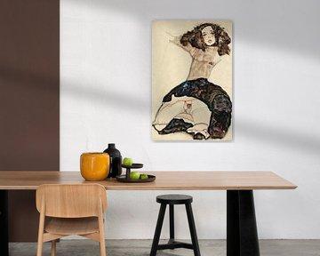 Egon Schiele. Schwarzhaariges Mädchen mit angehobenem Rock