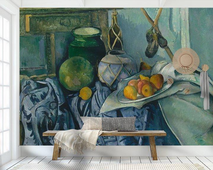 Sfeerimpressie behang: Paul Cézanne - Stilleven Met Een Gember Kruik En Aubergines