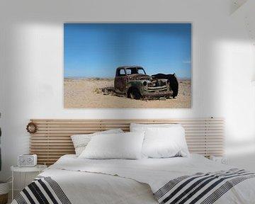 Autowrak in woestijn van Namibie van Felix Sedney