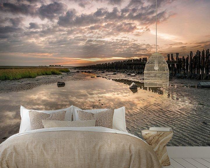 Sfeerimpressie behang: Zonsondergang bij Moddergat van Fotografie Egmond