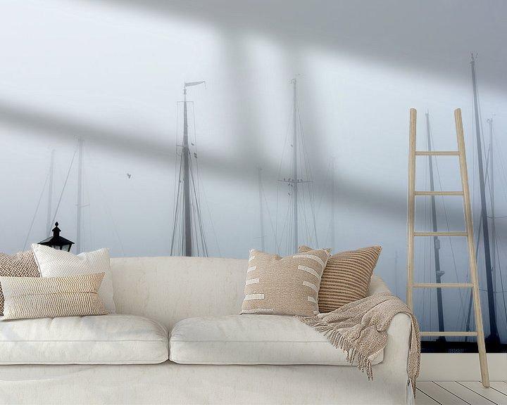 Sfeerimpressie behang: Marken haven in de mist van Ernst van Voorst