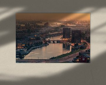 Foggy sunset in Rotterdam von Ilya Korzelius