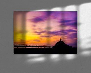 Dreigende zonsondergang Le Mont Saint Michel - Frankrijk - Normandië  von Dexter Reijsmeijer