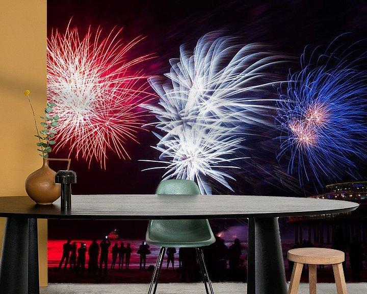 Sfeerimpressie behang: Vuurwerk op de zee bij Scheveningen Pier  van Dexter Reijsmeijer