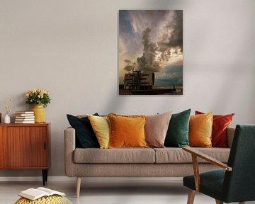 Havenhuis met wolkenpluim in de late avond von Anneriek de Jong