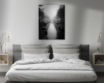 Haarlem zwart wit: Bakenessergracht in de mist.