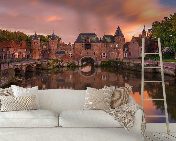 Sfeerimpressie behang: De Koppelpoort in Amersfoort in de avond - 8 van Tux Photography