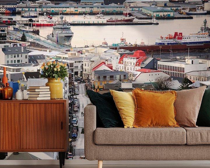 Sfeerimpressie behang: Zicht over Reykjavik van Sjoerd Mouissie