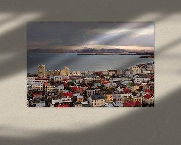 Zicht over Reykjavik van Sjoerd Mouissie