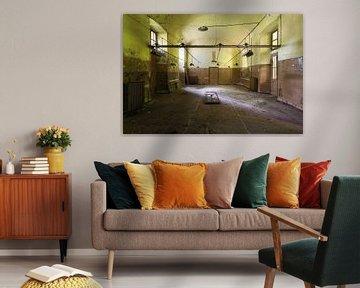 Zimmer in einem verlassenen Krankenhaus. von Roman Robroek