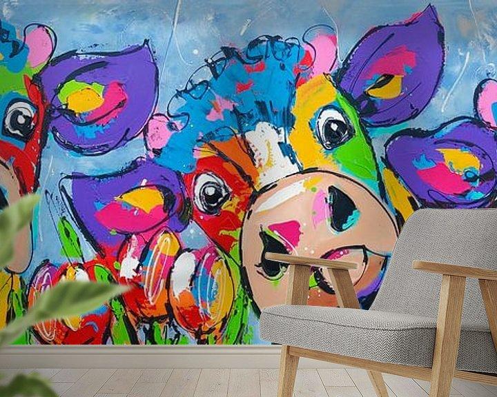 Sfeerimpressie behang: 3 koeien blauwgrijs van Vrolijk Schilderij