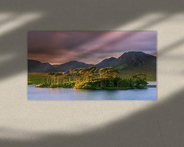 Zonsondergang in de Connemara bij Derryclare Lough, Ierland van Henk Meijer Photography