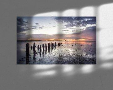 Waddenzee tijdens zonsondergang van Martijn van Dellen