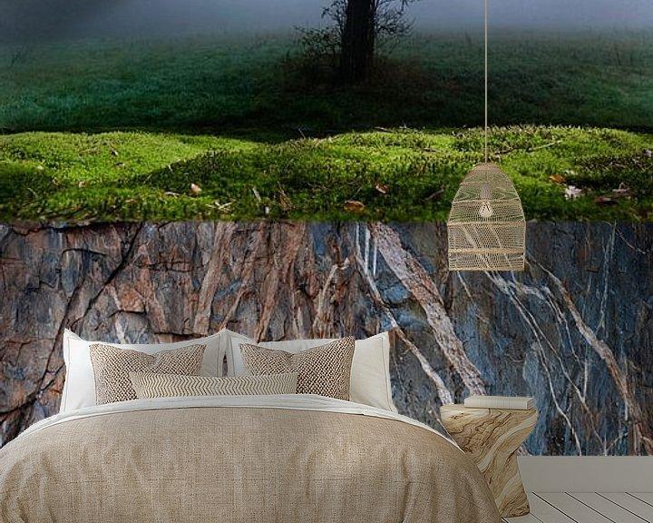 Sfeerimpressie behang: Boom-mos-rots van Hannie Kassenaar